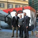 Giorgia Meloni insieme con Salvatore Velotti, Direttore Sviiluppo INWARD, e Luca Borriello, Direttore Ricerca INWARD, durante la performance W3 -  XIX anno dalla caduta del Muro di Berlino