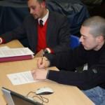 DoTheWriting! Liguria: Luca Borriello (direttore ricerca INWARD) e Marco Fanni (presidente ACU Duevventi) poco prima di firmare la manifestazione di interesse. Savona, 5 gennaio 2010.