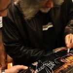 Richard Seen Mirando firma autografi a margine della sua prima personale in Italia, organizzata da INWARD e Neutry presso la Fondazione Valenzi. Maschio Angioino, Napoli, 2010. La mostra segnò anche l'inizio del progetto di creatività urbana per il sociale CUNTO.