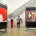 Allestimento della mostra Artenope nella sala d'attesa della stazione di Castellammare di Stabia