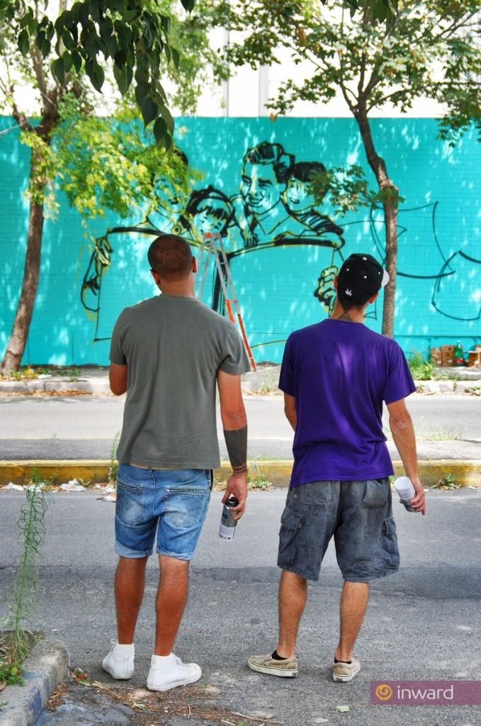 Zeus40 e Rota durante la realizzazione dell'opera dedicata alla Famiglia per CUNTO (Napoli Est, 2012).