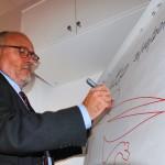 Il Sottosegretario all'Istruzione Marco Rossi Doria lascia la sua firma presso il Centro Territoriale per la Creatività Urbana