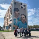"""Street art tour al Parco dei Murales con un gruppo partecipanti all'iniziativa """"Urban Creative City-break / Napoli"""" promossa dallo studio di progettazione """"Bellissimo"""" di Torino."""