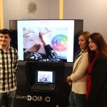 """I giovani studenti beneficiari del progetto """"àdEST Emersione Sociale Talenti"""" presso la Galleria Seno di Milano"""