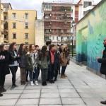 """""""Venti e Correnti"""", inaugurazione. Luca Borriello, direttore ricerca INWARD, illustra l'opera di Gola Hundun ad un gruppo di studenti"""