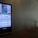 Manifesto elettronico presso la stazione metropolitana di Piazza Garibaldi