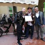 Operazione Don Pedro:  consegna a Giuseppe di Don Café - Street Art Coffee.